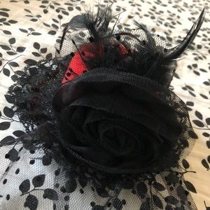 Accessories - Tiny feathered hat with veil!